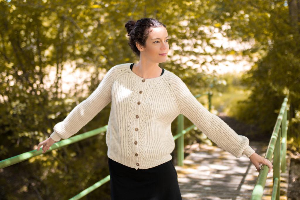 gilet blanc precieux MA 2 1024x683 - Ariane et la collection Précieux Cardigan de Marie Amelie Designs