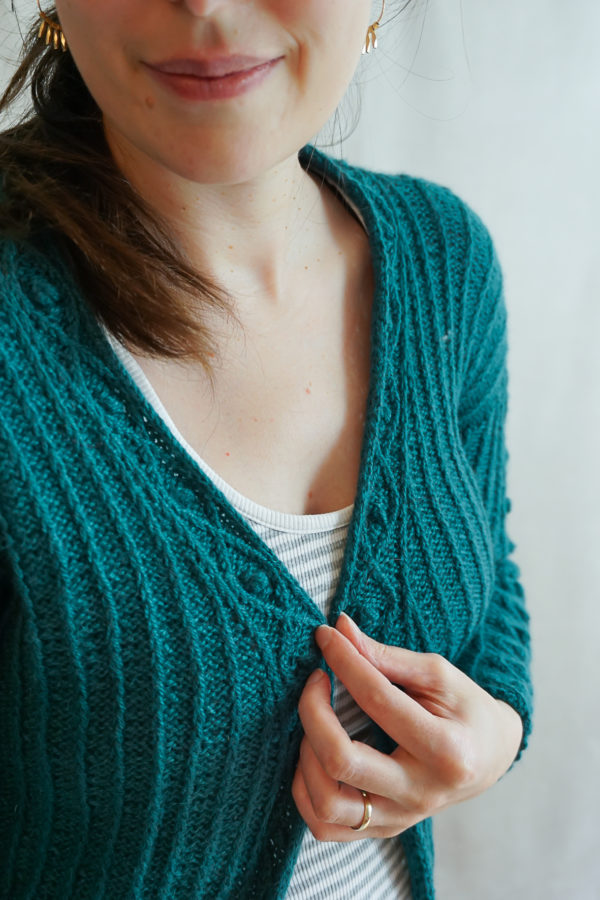 photos embrace cardigan colsweet froid 15 600x900 - Embrace Cardigan