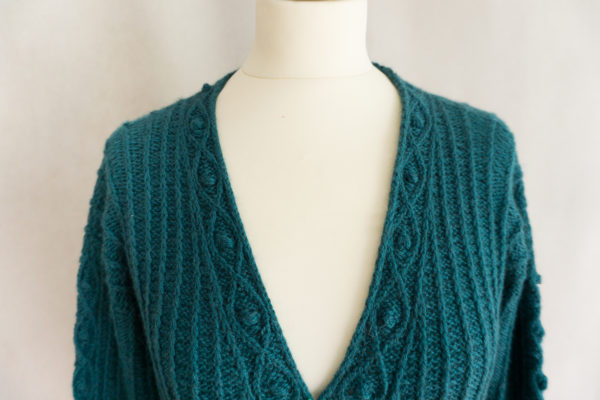 photos embrace cardigan colsweet froid 3 600x400 - Embrace Cardigan
